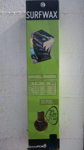 Un distributeur de wax écologique est installé à proximité des clubs de surf à Perros-Guirec.