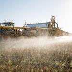 Appareil agricole appliquant du glyphosate dans le Yorkshire du Nord. Crédit : Chafer Machinery