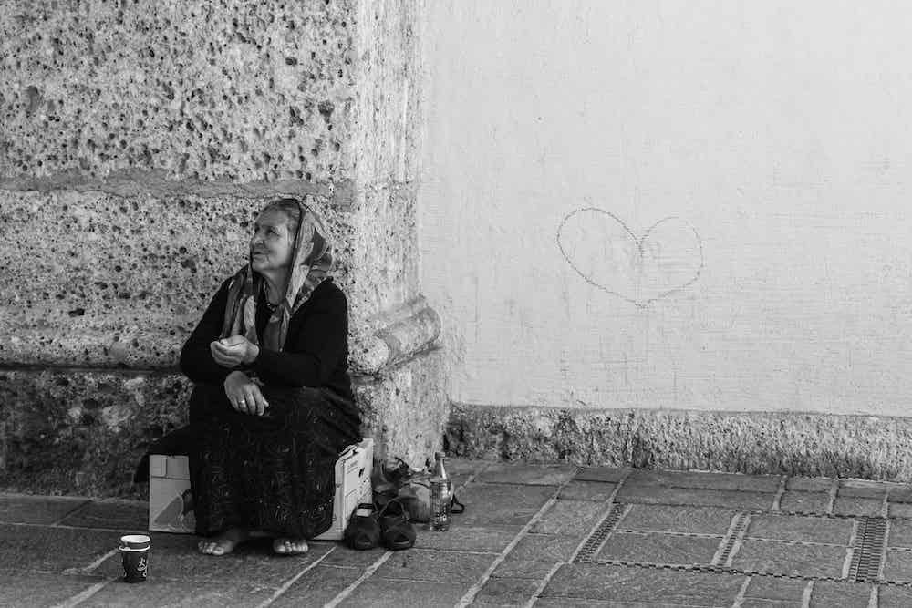 En 2017, en France, au moins 510 sans-abris sont décédés, selon le collectif Morts de la rue. © ilyessuti / image libre de droits